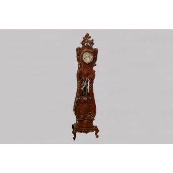 Часы напольные в деревянном корпусе