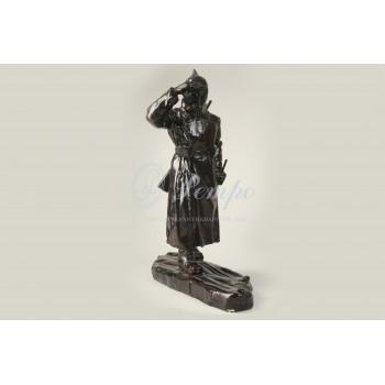 Скульптура «Красноармеец на лыжах»