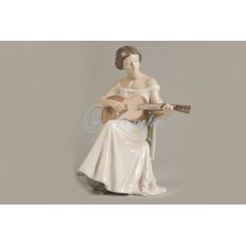 Фигура  «Девушка с гитарой»